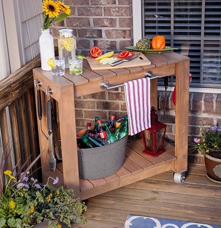 Ideal for use indoors or outdoors, this mobile braai cart offers plenty of additional prepping space and ample storage space for braai tools and beverages!