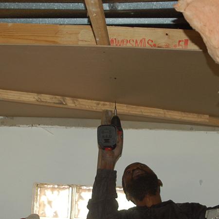 2 Ft OFF White Rigid Plastic 1 3/8 Ceiling Sidewall
