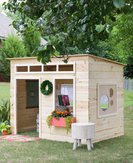 Army wife, Jen, is always on the move, so she made the playhouse above so that it is easy to take down when the need to move again. The design uses steel braces and brackets to hold the frame together.