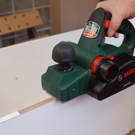 Since there is a 2mm difference that needs to be removed, using a sander would take forever and make a lot of mess. A power planer, on the other hand, provides a quick and easy way to remove excess timber or board, and trims up to 2mm.