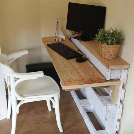 Here's how to use reclaimed wood pallets to make a compact home office desk