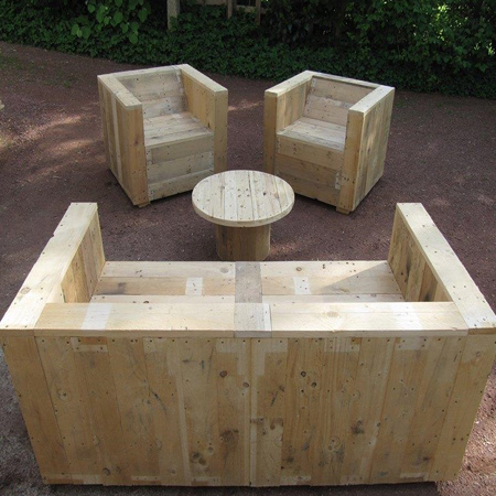 this outdoor garden seating would look perfect once stained, sealed and dressed up with cushions