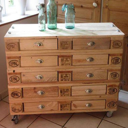 This mobile storage cabinet is a very efficient use of reclaimed wood pallets and requires very little disassembly