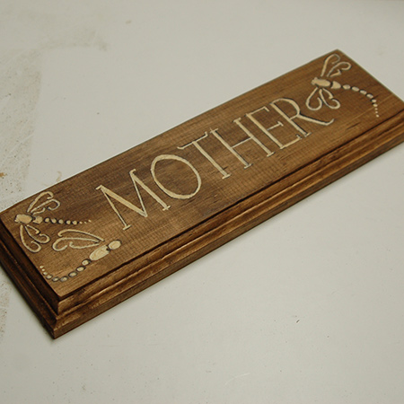 This is our second mothers day wood plaque, and it was made in a very similar way to the one shown above, but without using spray paint.