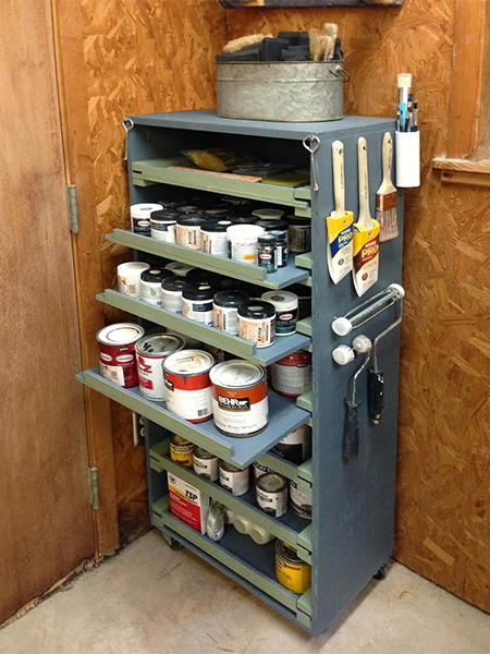 There are also handy hangers on the paint storage cabinet for hanging paintbrushes and paint rollers so that they don't get damaged and are easy to find.