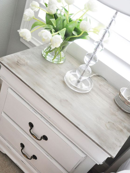 Chalk paint leaves an ultra matt finish on painted pieces that can be left as is or distressed. After painting you can apply either a Top Coat or Woodoc Antique Wax to finish off. This allows you to be as creative as you like with your furniture painting.
