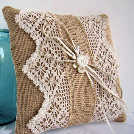 Make a burlap cushion with lace design
