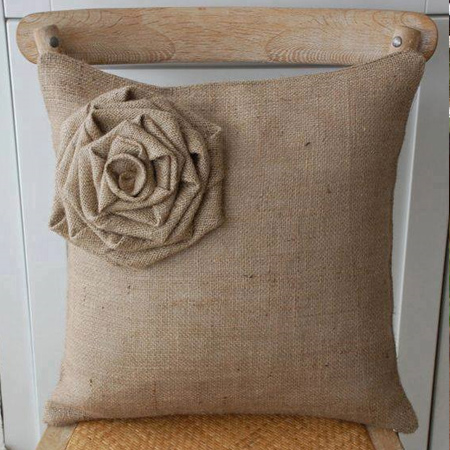 Make a burlap cushion with burlap shabby flower