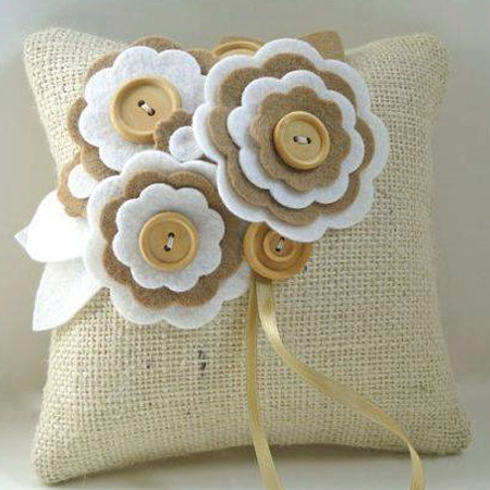 Make a burlap cushion with felt flower design