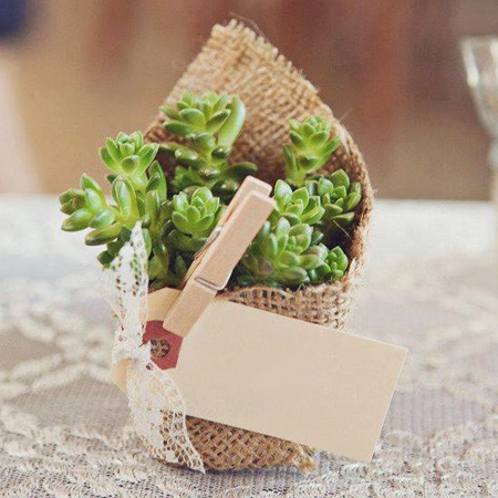 Gift pouches, party favours, or gifts... burlap is an affordable way to add a unique spin to gift wrap.