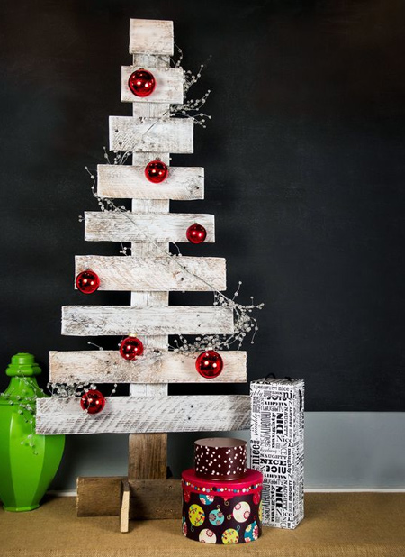 wooden pallet christmas trees to DIY or make using reclaimed wood