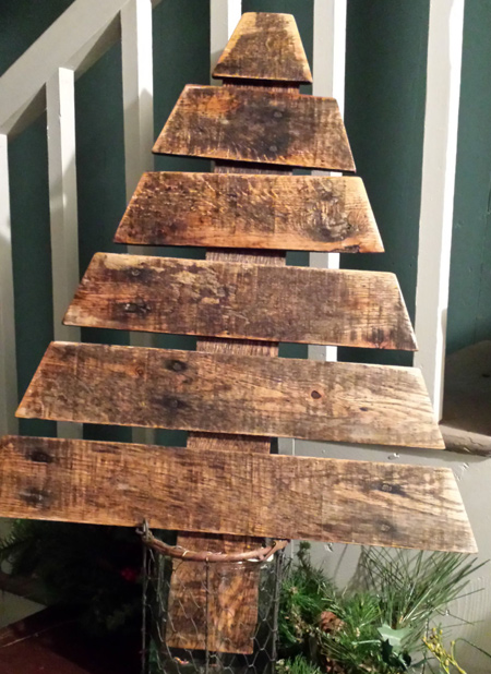 wooden pallet christmas trees to DIY