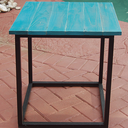 The completed steel frame side table with Rust-Oleum Chalked top.