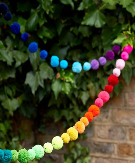 If you have a special occasion or party on the cards, you can make up colourful pom-pom garlands to decorate indoors and outdoors