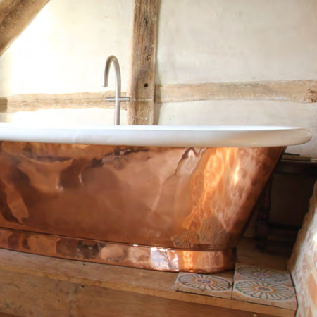 Copper and brass bath tubs retain heat and keep the water temperature warm long after you're wrapped up in a towel. They are beautiful features that are durable and last a lifetime. That's why boutique hotels, luxury developers, and interior designers choose these beautiful pieces.