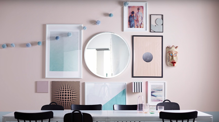 If you have a blank wall in your home and want to hang a creative picture gallery, we offer some tips on the best way to start a dynamic arrangement that can be added onto.