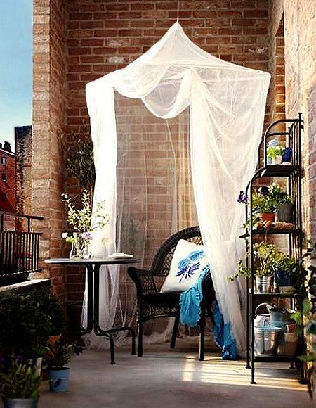 Circular mosquito nets are a wonderful idea for creative and romantic summer decorating. The lightweight design allows for mounting almost anywhere, so you can even install them on a small balcony to set up a private retreat to sit and relax.