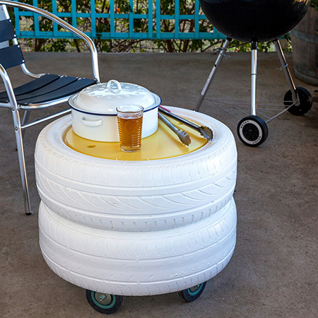 Builders have a great idea for using those old, worn out tyres, which have been sitting in your garage for ages. Using a few, easy steps, a couple of old tyres, supawood offcuts and some castors, you can build your very own braai storage unit.
