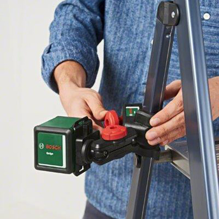 The Bosch Quigo III comes complete with the MM2 universal clamp, allowing the device to be secured easily to table tops, ladders, or similar surfaces. This is made particularly easy by the adapter plate, which now also features precision adjustment in a range of ± 2cm, meaning it is unnecessary to readjust the universal clamp so often.