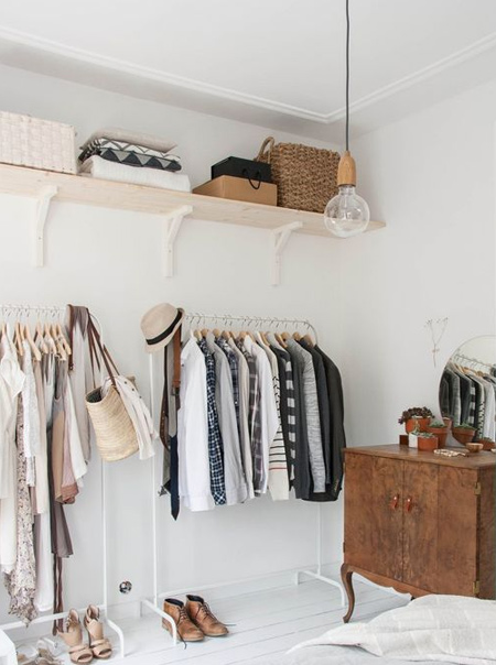 You can use a simple shelf bracket to install shelves in any room in a home, from kitchen and bathroom storage, shelves or display purposes, or practical shelves for a closet.