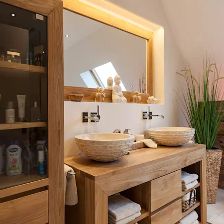 Whether it's for towels and bathroom necessities, or for storage for a family of four - every bathroom needs storage cupboards, cabinets or a shelf or two.