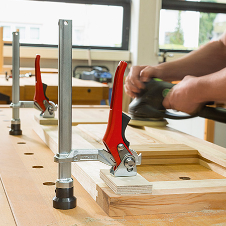 Bessey clamping elements of the TW16 series with a fixed throat depth of 100 mm and the TWV16 series with a variable throat depth of 30 to 150 mm can be used in conjunction with the workbench adapter.