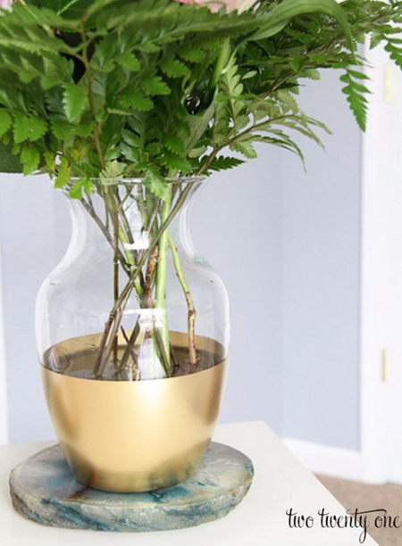 mothers day gift idea - rust-oleum spray painted glass vase