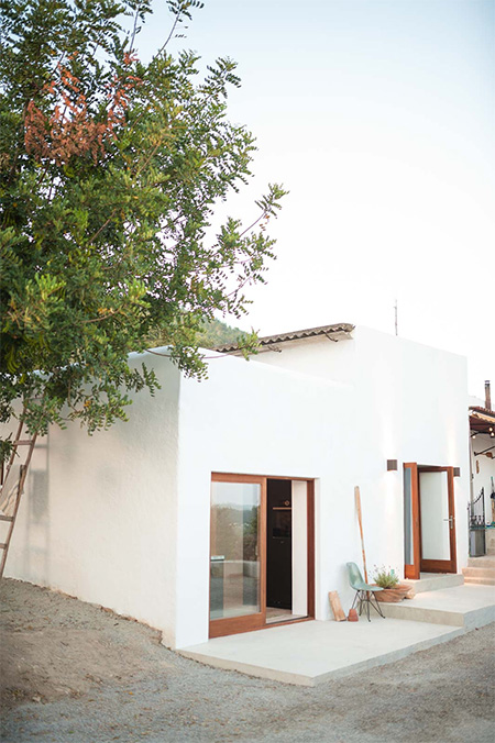 HOME-DZINE | Inspiring Architecture - High on a mountain, a structure that served as storage and stables for almost 200 years, is now a contemporary home. Not wanting to destroy the original character of the building, the architects and designers only made use of locally available materials, such as iroko timber and stone walls finished with white chalk.