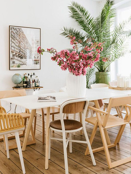 HOME-DZINE | Spring Home - Spring is an explosion of colour outdoors, but there's no reason you can't do the same indoors. No matter whether you're rooms or neutral or monochromatic, bringing a burst of colour indoors will revitalise the space and bring Spring indoors.