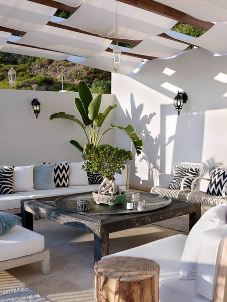 HOME-DZINE | Outdoor Rooms - If you plan of making your own outdoor furniture, undertake regular maintenance to keep it looking good and for it to last a long time - and upholster furniture with outdoor fabrics that won't fade as fast as regular fabrics.