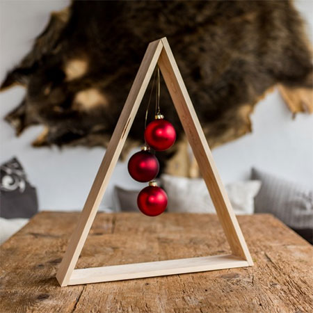HOME-DZINE | Christmas Crafts - Add a touch of festive glamour to your dining table with this magical centrepiece.