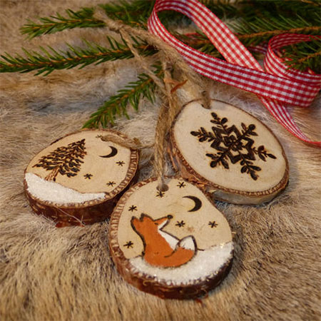 HOME-DZINE | Dremel Crafts - Use branches from your garden and a Dremel VersaTip to make your own inexpensive wood slice tree ornaments for the festive season.