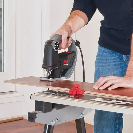 The Skil 4600 AA CombiSaw is a lightweight, compact, saw that handles a variety of sawing jobs in and around the home. Combining two popular DIY tools in one: a reciprocating saw and a jigsaw. Just click and slide the handle, and you can smoothly switch between reciprocating saw and jigsaw.