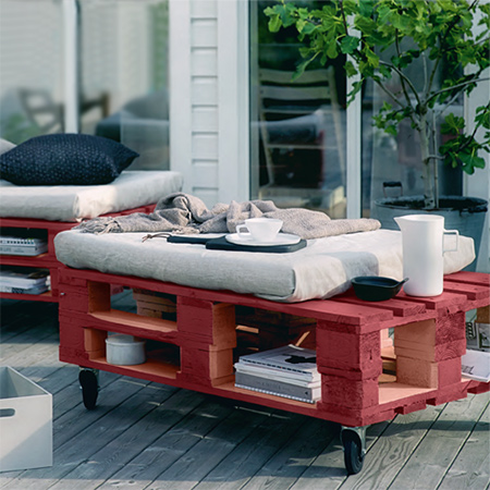 Select pallets that have good bones and give you plenty of reclaimed wood to work with. Remove the planks from one side from each pallet and use these to fill in an gaps at the top where the seating will be. Use only exterior-grade wood glue to join the two sections together and clamp securely before leaving overnight.