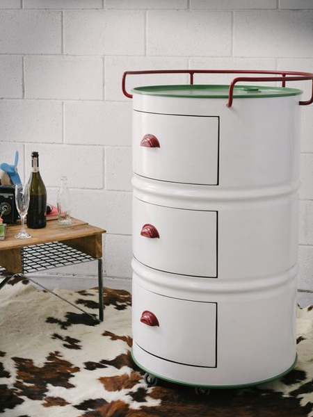 Recycling oil barrels into storage cabinets - there are many different ideas to choose from; from basic storage cabinets that require very little work - to stylish cabinets that lend a retro and industrial touch to living spaces.