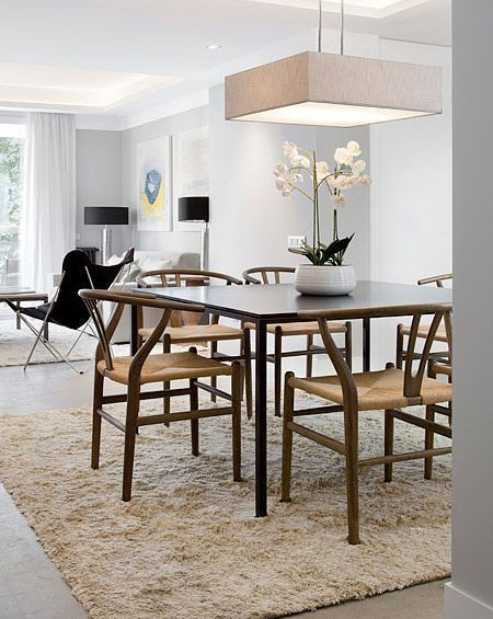 HOME-DZINE - Dining Rooms | In an open plan dining space, a beautiful rug will help define the space and create a zone around the dining area. The rug should large enough to cover an area slighter larger than the space when the chairs are pulled out from the table.