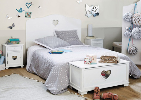 heart bed with free bedside table while on special