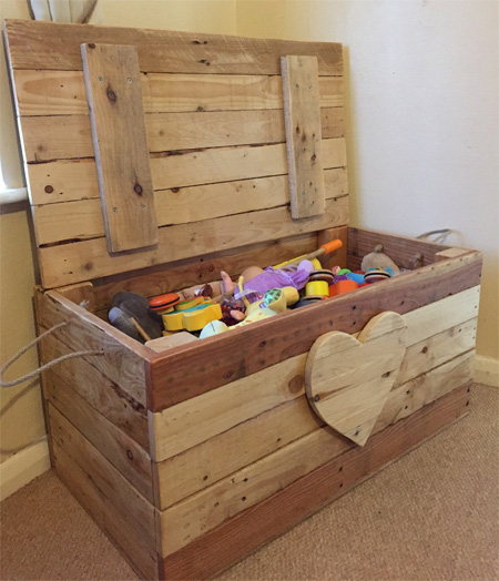 If your pallet wood is not aged in different shades, you can use Woodoc Gel Stain on the individual planks to create the patchwork effect as shown here for the toy box. Use Woodoc 5, 10 or 20 Interior Sealer to finish off the completed toy box.