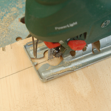 Use a fine-toothed blade to cut the plywood and reduce ripping. I used a jigsaw blade for steel to cut the plywood.