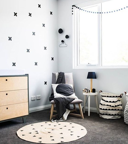 HOME-DZINE | The high visual contrast of black and white in a monochrome nursery and the use of these two colours in different shapes and patterns send the strongest visual signals to a baby's brain. As a result, creating a monochrome nursery provides a visually stimulating environment that is said to boost your child's attention span and curiosity, while also improving memory, and nervous system development.