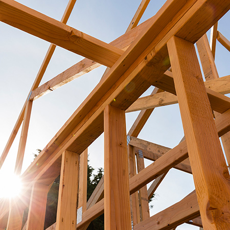 Compliant timber roof truss construction