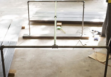 3. On the end sections of the frame, secure the brackets to the [2] side rails. The side rail will secure individual table top planks to the frame.
