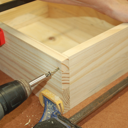 1. Arrange the pieces for the storage compartment and assemble using wood glue and [40mm] screws.