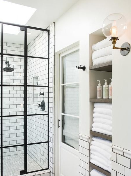 Unless you have a large bathroom, storage is always going to be a concern. With an alcove you can install shelves or built-in cupboards or cabinets to house clutter and keep a bathroom looking tidy.