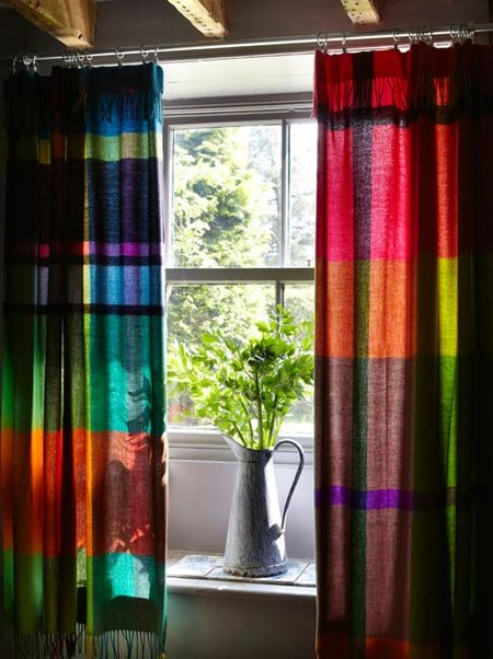 Window treatments in jewel tones, which range from deep reds to subtle blues, are sophisticated and create the atmosphere of luxury in any space. Jewel tones, like amethyst and turquoise, are popular mixed with soft metallic such as platinum or brushed nickel.