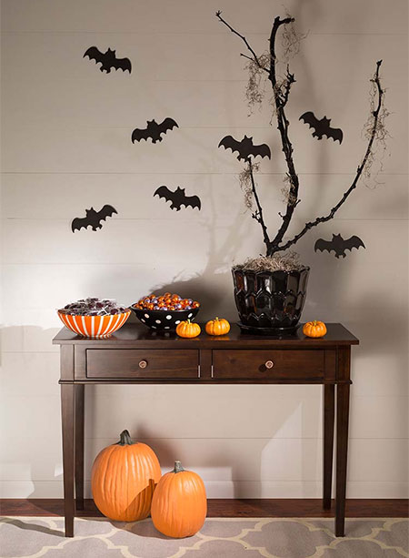 HOME-DZINE | Rust-Oleum Crafts - It's so easy to add some Halloween decor to your home. All you need are some ceramic or plastic bowls, some stickers, and a couple of cans of Rust-Oleum 2X UltraCover spray paint. Find the full range of Rust-Oleum products at your nearest Builders store.
