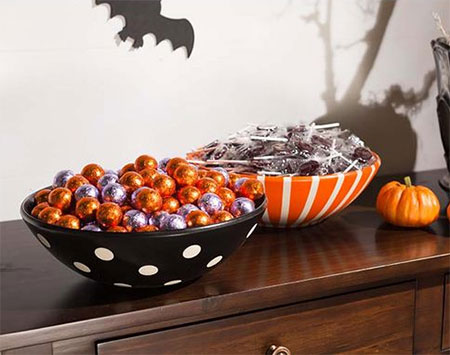 HOME-DZINE | Rust-Oleum Crafts - Make your own Halloween-themed candy bowls with Rust-Oleum 2X spray paint.