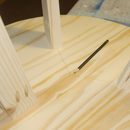 6. Using the guides drawn with the protector, place the legs. The legs will be mounted 110mm from the edge of the top.