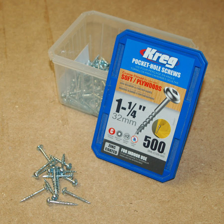 GOOD TO KNOW: We recommend that you use Kreg 32mm pocket-hole screws with a coarse-thread for soft wood.