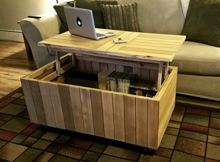 Using reclaimed pallet wood to make this coffee table with lift-top is a great way to save money. Not only are pallets cheap, they're also a great way to give new life to wood.